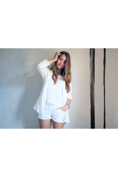 white 10 H&M blazer - white Forever 21 shorts - white 5 Hema t-shirt