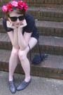 Black-fringe-vintage-bag-black-denim-levis-shorts