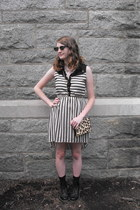 gold glitzy Lily Wang necklace - brown leopard print Urban Outfitters bag