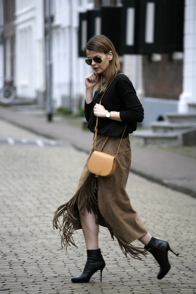 Suede skirt with fringe – Fashion clothes in USA photo blog