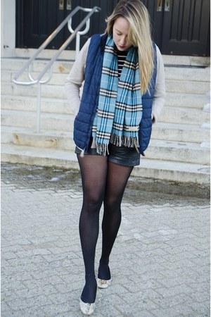 aquamarine Burberry scarf - beige New York & Company sweater