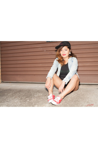 red chuck lites Converse sneakers - black Stussy hat