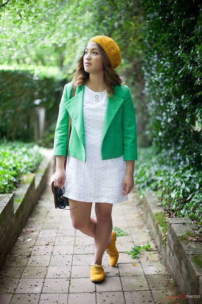 gold knitted hat - green asos blazer