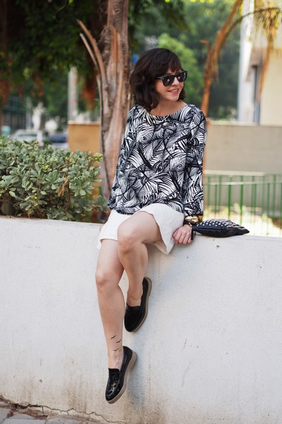 Black-mango-shirt-white-lefties-skirt-black-zara-flats
