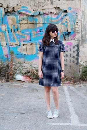navy Aliexpress dress - white Converse sneakers
