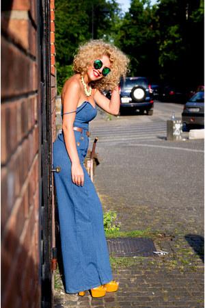 blue Stradivarius jeans - New Yorker sunglasses - orange Gucci sandals