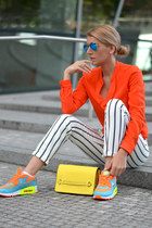 nike sneakers - MARC CAIN shirt - Zara bag - rayban sunglasses - Zara pants