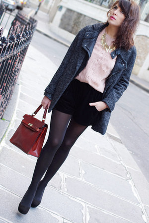 gray BLANCO coat - light pink Deby Debo shirt - brick red vintage bag