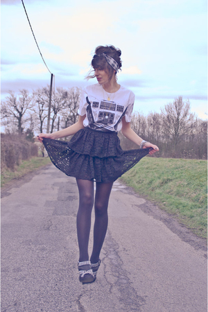 white H&M t-shirt - black H&M skirt - black Zara shoes - vintage scarf