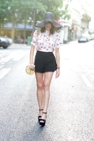 red asos top - black H&M hat - black Jonak wedges