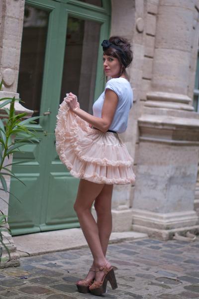 white AMERICAN VINTAGE t-shirt - pink American Apparel skirt - pink Topshop shoe