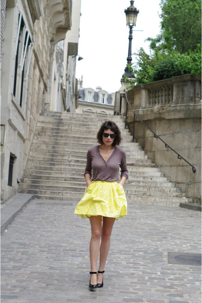 black Ray Ban sunglasses - black Robert Clergerie heels - light yellow Zara skir