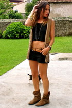 Dayaday accessories - Bershka accessories - Zara boots - black Zara shorts