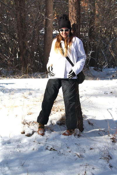 black pom pom hat - dark green snow Target boots - white down Roxy coat
