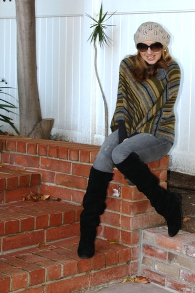 beanie beret Forever 21 hat - Steve Madden boots - pancho Max Studio sweater