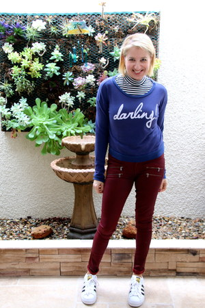 blue graphic bloomingdales sweatshirt - white superstar Addidas sneakers