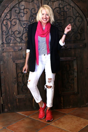 white distressed Forever 21 jeans - black boyfriend Newport News blazer