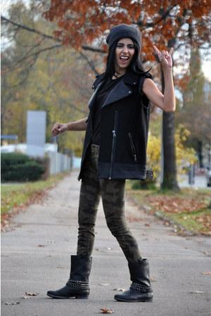 biker Deichmann boots - camo Zara jeans - beanie H&M hat - biker Zara vest