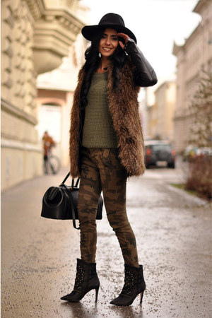 black studded Zara boots - olive green camo Zara jeans