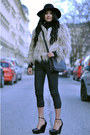 Tan-fur-zara-coat-black-fedora-warehouse-hat-black-crossover-zara-bag