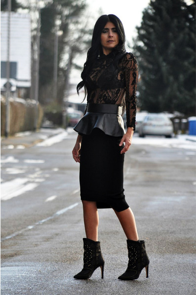 black studded Zara boots - black peplum Zara belt - black pencil H&M Trend skirt