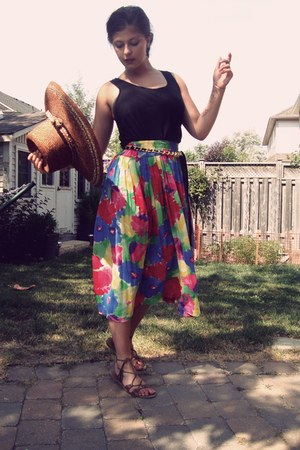 floral skirt - straw hat - top - chain belt - lace-up sandals