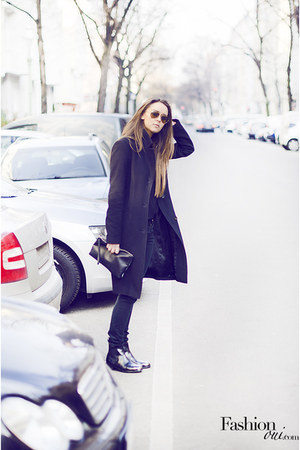 clutch COS bag - Melvin & Hamilton boots - Hugo Boss coat - Esprit jeans
