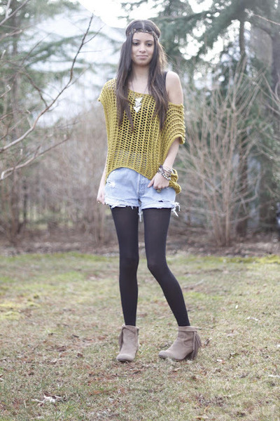 Ya Los Angeles sweater - suede sam edelman boots - denim Levis shorts