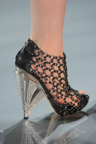 Dior couture shoes christian dior haute couture by for Haute couture shoes