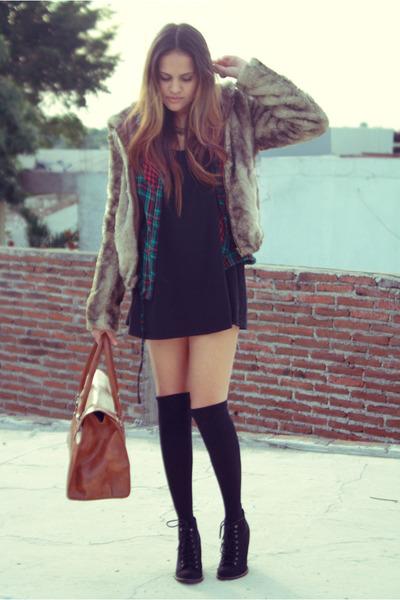 tan faux fur Bershka jacket - black black pull&bear boots