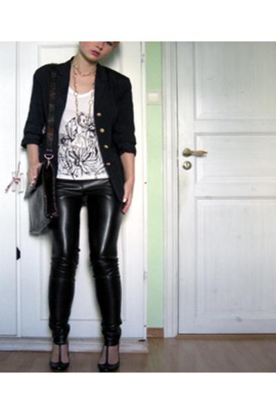 blue blazer - brown vintage bag - white t-shirt - black pants
