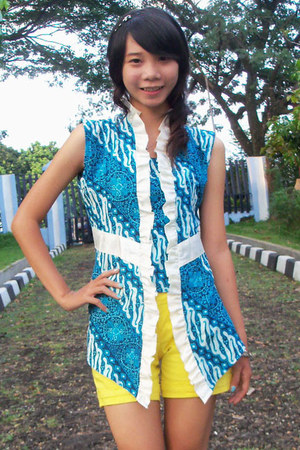 batik Mirota blouse - yellow Nyla pants