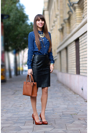 Designer Outlet Parndorf shirt - calvin klein bag - H&M skirt