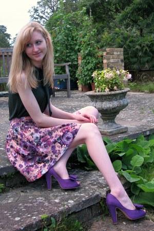heels - skirt - blouse