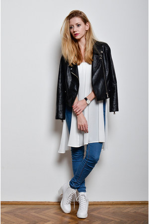 white 2020AVE boots - navy skinny jeans Bershka jeans