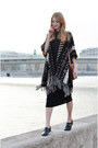 Black-midi-bershka-dress-bronze-chain-jessica-buurman-bag