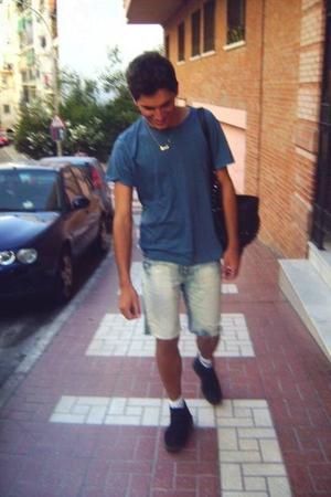 H&M t-shirt - vintage jeans - carrefour boots