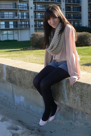 beige Gap scarf - pink thrifted blouse - gray TJ Maxx shorts - black HUE tights