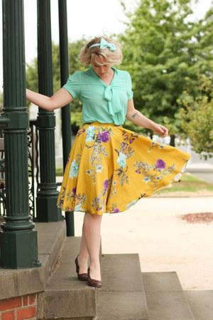 mustard floral midi modcloth skirt - dark brown Sandler wedges