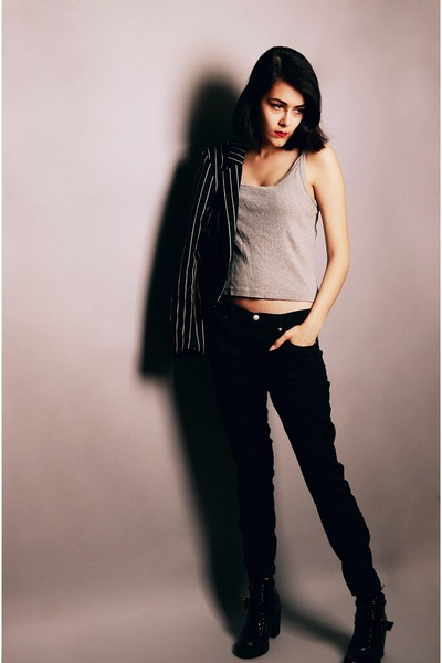 black H&M blazer - crimson Aldo boots - black ankle-zip jeans Forever 21 pants