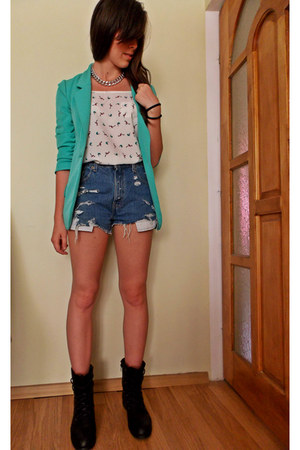 New Yorker jacket - Levis shorts - Atmosphere top - H&M necklace