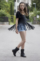 black nastygal shirt - Levis shorts - nastygal ring