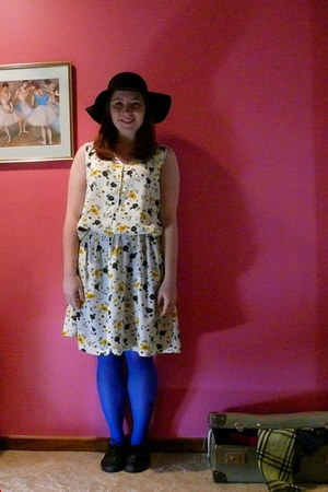white floral me-made dress - black kenji shoes - black felt Dangerfield hat