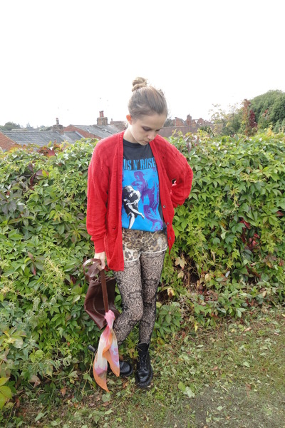 River Island shorts - Tredair boots - Fox Vintage bag - Fox Vintage DIY cardigan