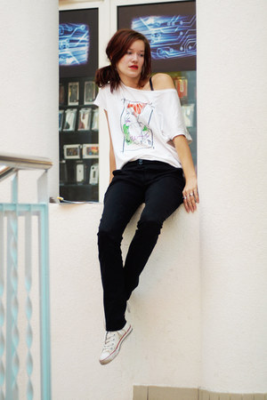 white elle t-shirt