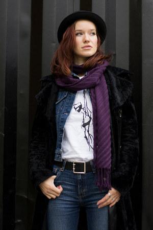 black second hand coat - blue Levis jeans - black H&M hat - blue Levis jacket