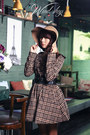 Puce-checkered-dress-brown-hat