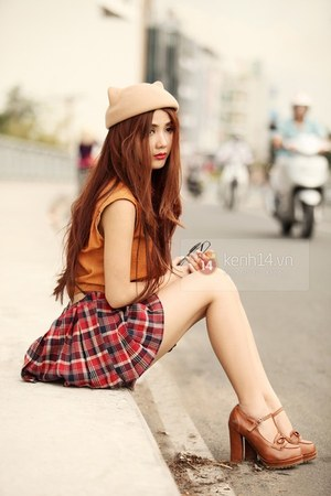 brick red skirt - brown shoes - neutral hat - orange top