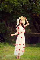 cream hat - ivory dress