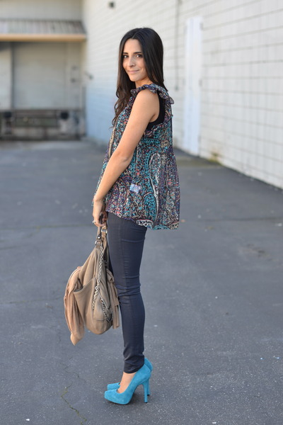 violet Joie blouse - navy wax coated J Brand jeans - tan chain accent Hype bag